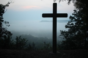 cross in fog 640426
